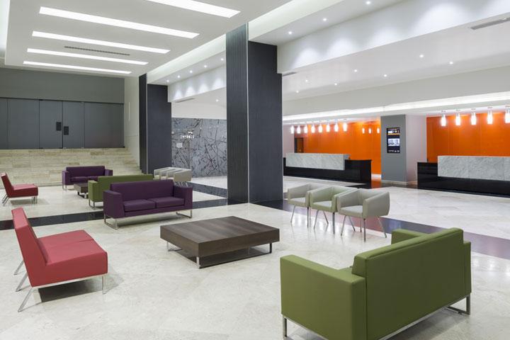 real inn hotel lobby