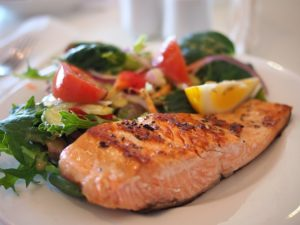 Gastric balloon diet, salmon and vegetables.